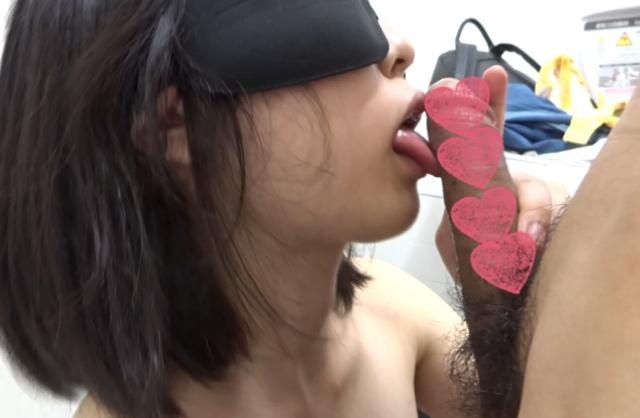 【個人撮影】18歳口リJ●にトイレでフェラさせて口内射精 フェラ