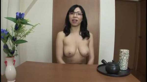 全裸主義な奥様の日常…31 進藤由紀乃