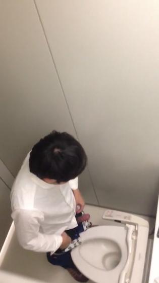 男子トイレ034